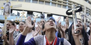 144964_Copts_protest_in_Cairo(2)